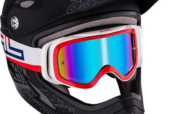 b3_blue_red_white_helmet_landingpage1