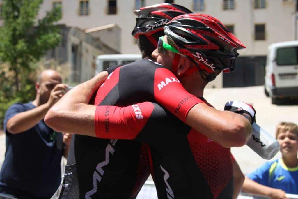 UCI abrazos