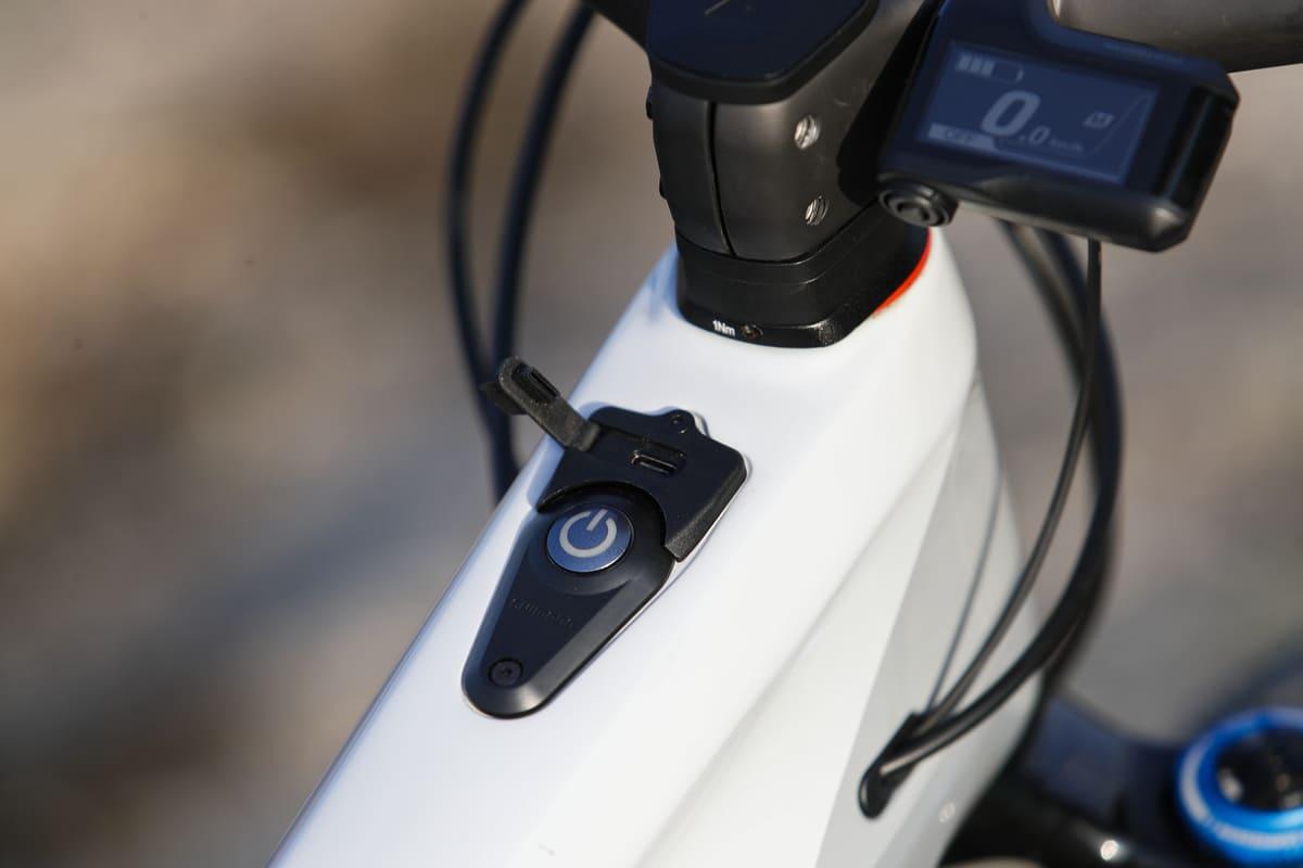 Puerto de carga USB en la Canyon Spectral:ON