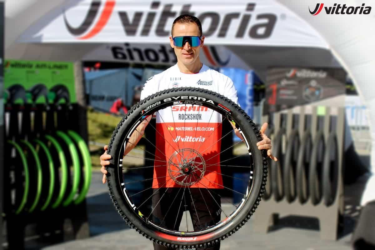 Julien Absalon con las nuevas Vittoria Syerra